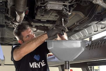 Step-by-step oil change for automatic transmissions with the MEYLE-ORIGINAL oil change kits
