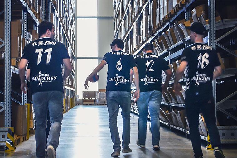 """I """"meccanici MEYLE"""" hanno rimesso a posto il pullman della squadra di pallamano FC St. Pauli"""